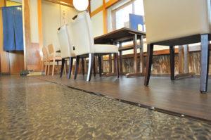 テーブル席に改装